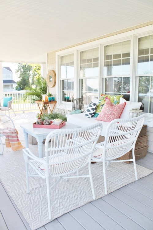 Summer is just around the corner and it's time to give your outdoor space a spring cleaning. Here are 5 design tips you won't want to miss!!