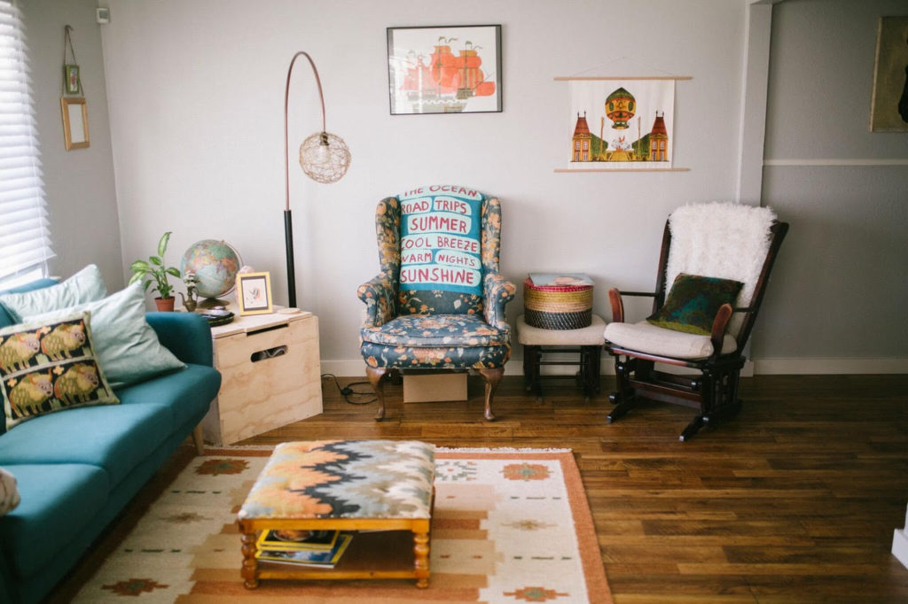 Are you looking for decorating ideas with an eclectic flair? I've asked a friend of mine to share her home with us today. You will LOVE her style!