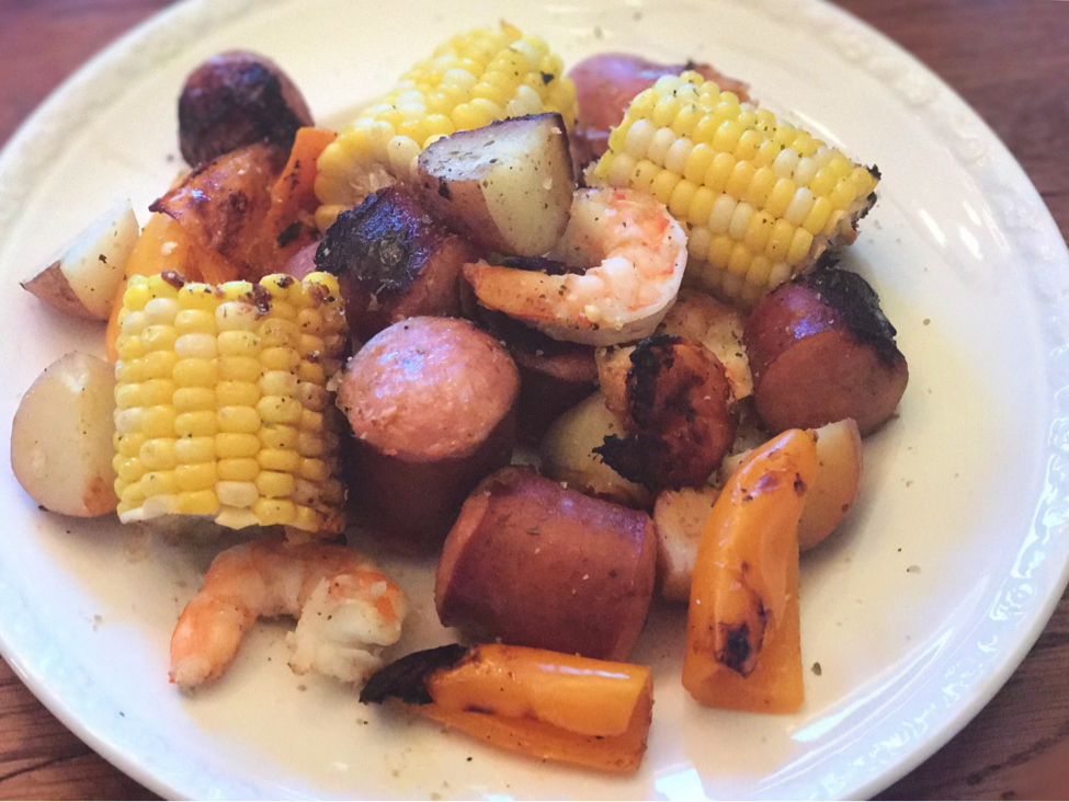 Are you looking for an easy and delicious meal for the 4th of July? Your friends and family will LOVE this summer cookout idea!